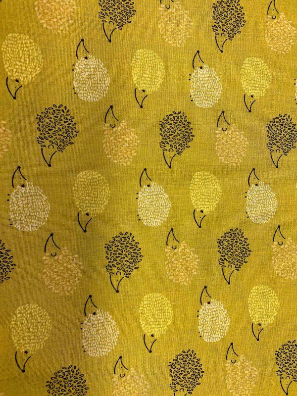 Motif tissu coton hérissons jaune